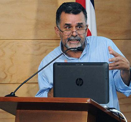 Dr. Carlos Sandoval García