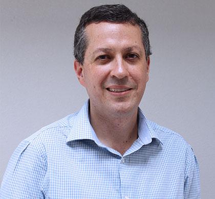 Dr. Nefer Muñoz Solano