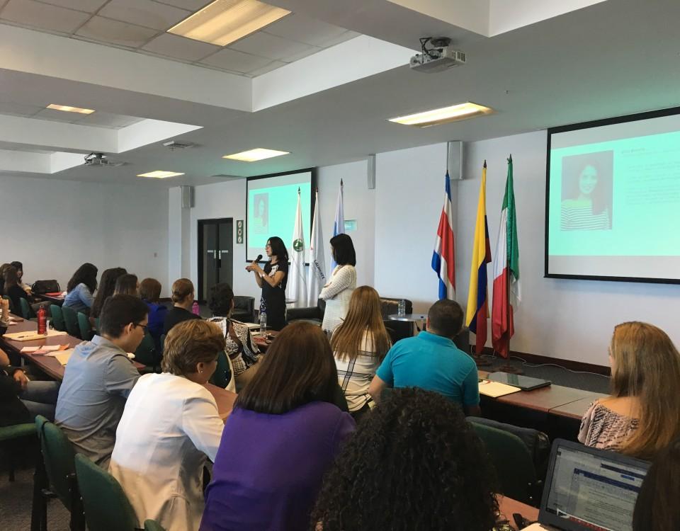 Carmen Mayela Fallas, docente de la ECCC y Presidenta de Comunicación Corporativa Ketchum Centroamérica, fue una de las ponentes del encuentro, quien explicó los alcances conceptuales de la Responsabilidad Social desde las Relaciones Públicas.